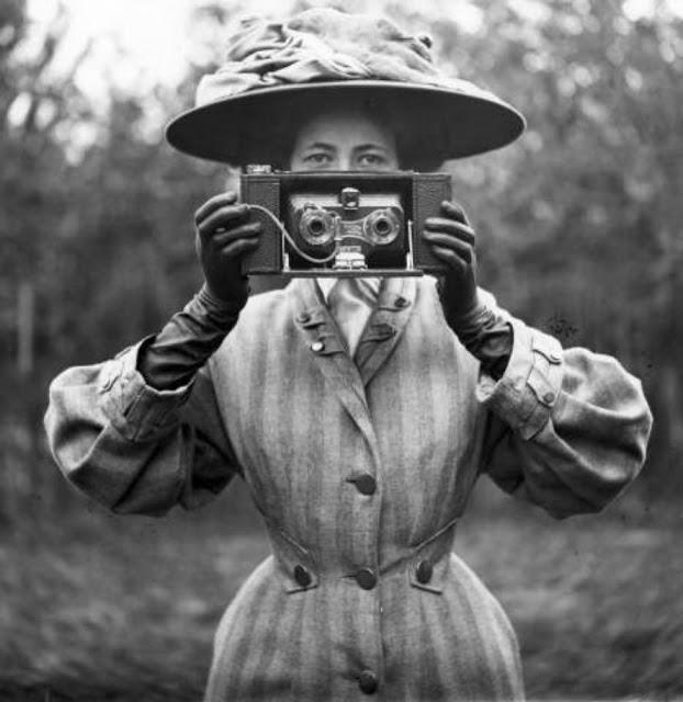 Victorian+Women+Behind+Their+Cameras+(23)